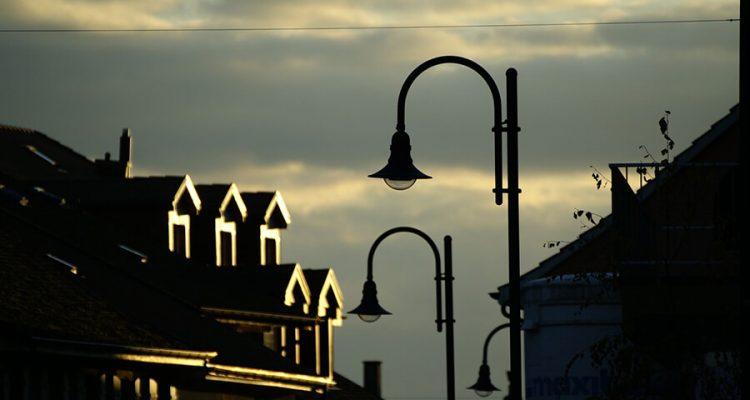 Lampa Arco, czyli oświetleniowy klasyk do każdego wnętrza