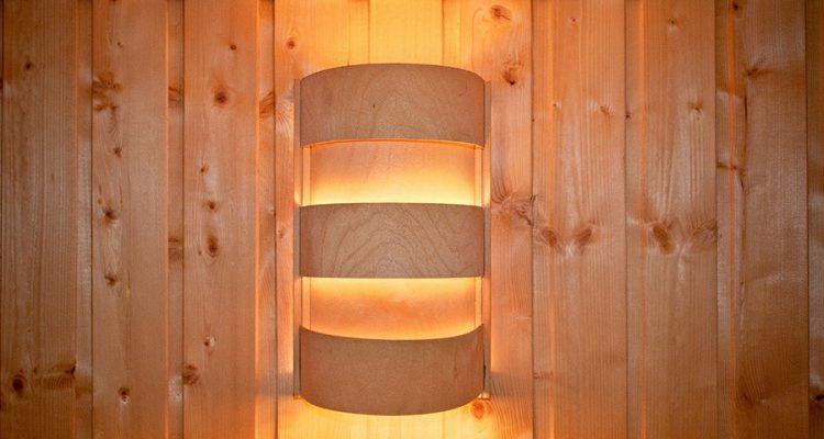 Lampy drewniane, czyli połączenie nurtu eko i stylu skandynawskiego w modnych produktach oświetleniowych