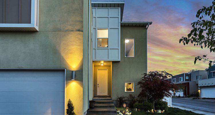 Oświetlenie wokół domu - praktyczne, wygodne i inteligentne