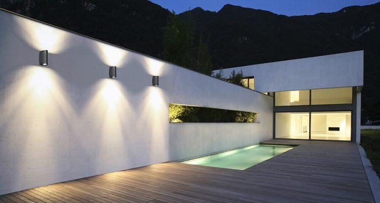 Nowoczesne oświetlenie ogrodu - różne oblicza lamp do przydomowej przestrzeni