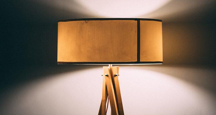 Lampy stojące na trójnogu