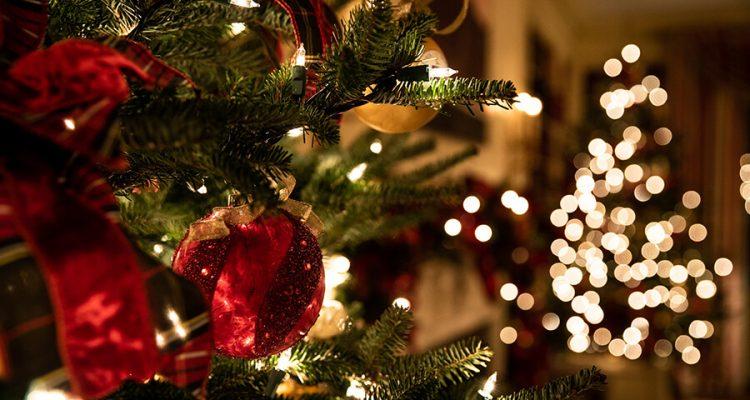 Oświetlenie domu na Święta, czyli nie tylko lampki na choinkę