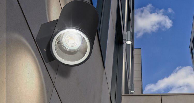 Kinkiety zewnętrzne - funkcjonalne lampy na elewację