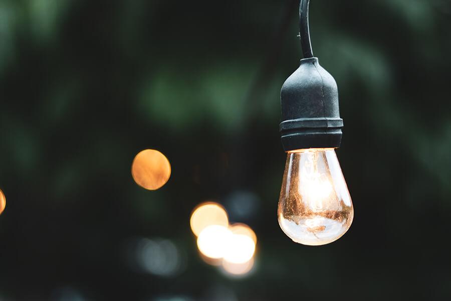 lampy do ogrodu zasilane z instalacji elektrycznej